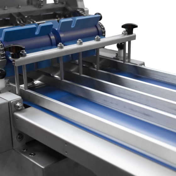 Automatic short poultry skinner ST600K10 - 4 lane infeed guide