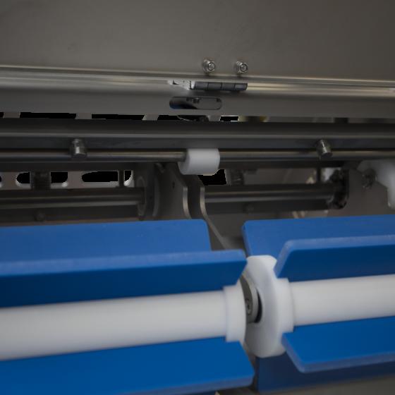 Automatic short poultry skinning machine ST700K10 - spray system