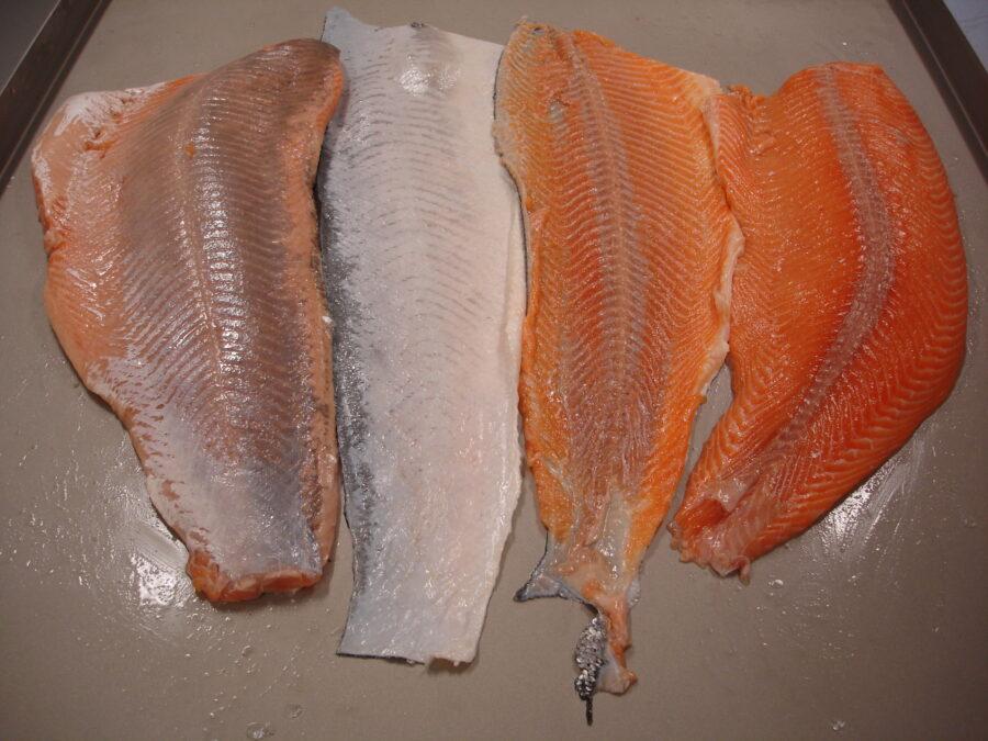 Regular and deep skinned salmon on STEEN ST700TV versatile manual skinner